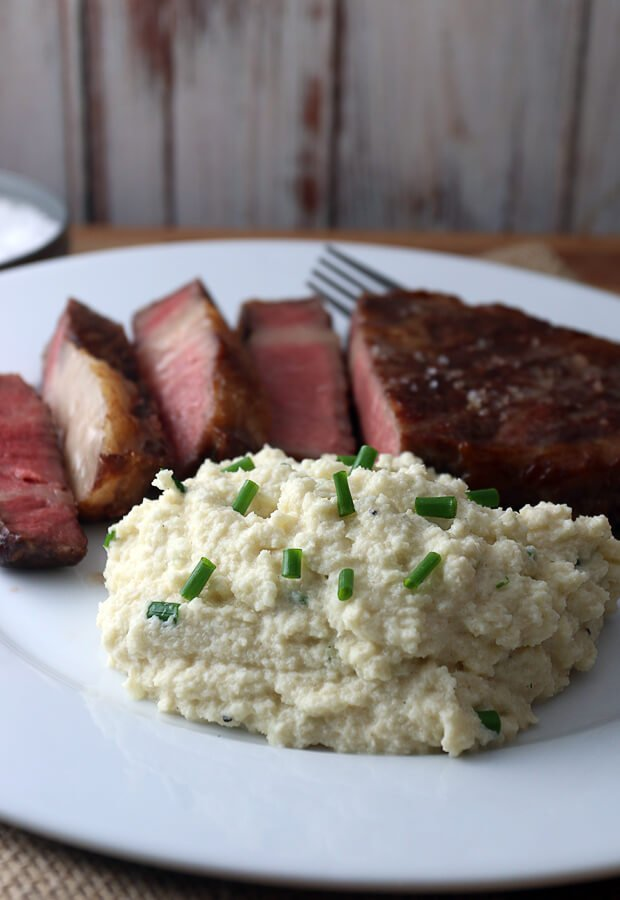Super simple cauliflower mash that will rival the real thing any day! Shared via www.ruled.me/